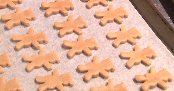 日本甜點師教你如何簡單做出「抱著堅果」可愛到犯規的小熊餅乾!