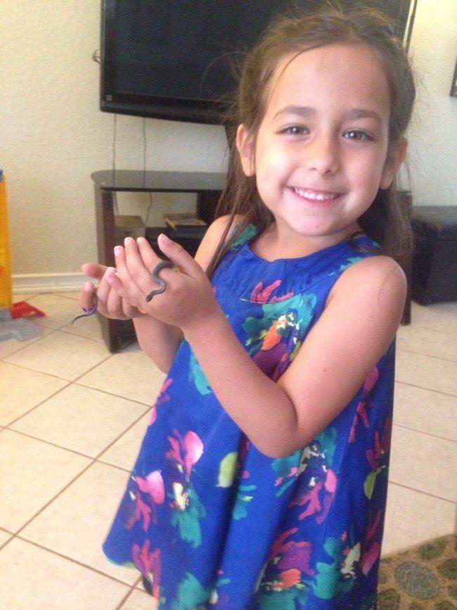 可愛的小妹妹和可愛的小小蛇!