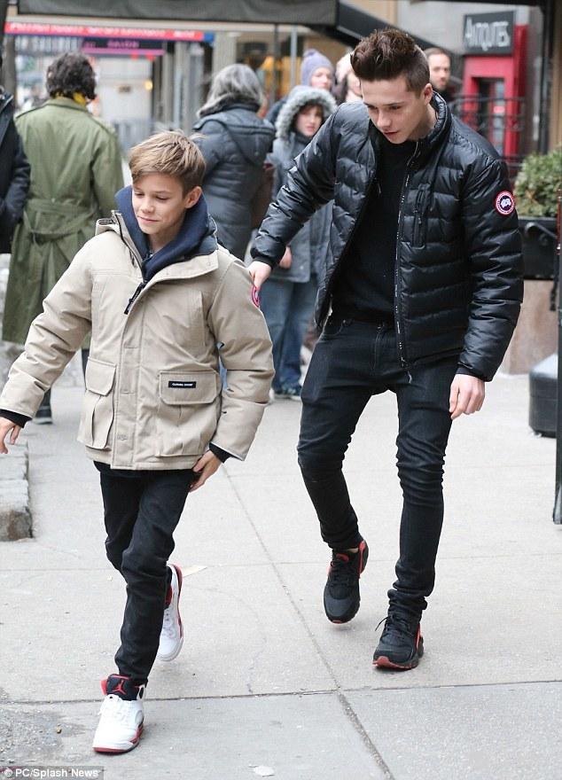 和弟弟克魯茲貝克漢 (Cruz Beckham)。