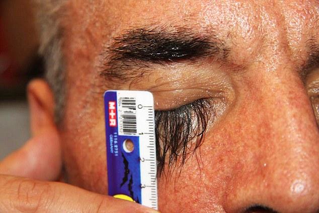 女生們輸了!全世界睫毛最長的竟然是這位超媚眼大叔!?他說這全靠一個秘密飲食法...