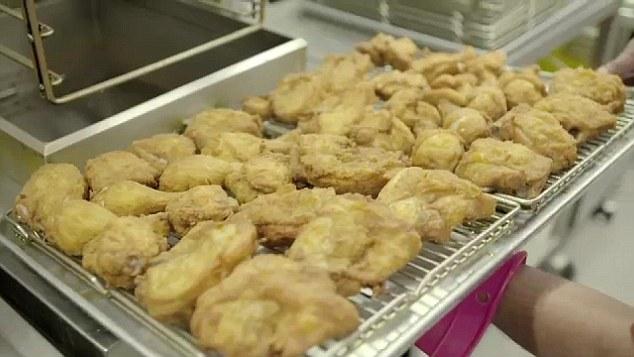 這就是肯德基炸雞在送進你嘴巴之前,小雞短短35天人生的每一天。