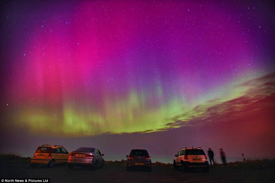 超強烈第4級太陽風暴來襲,造成了極罕見的大自然最美的渲染!