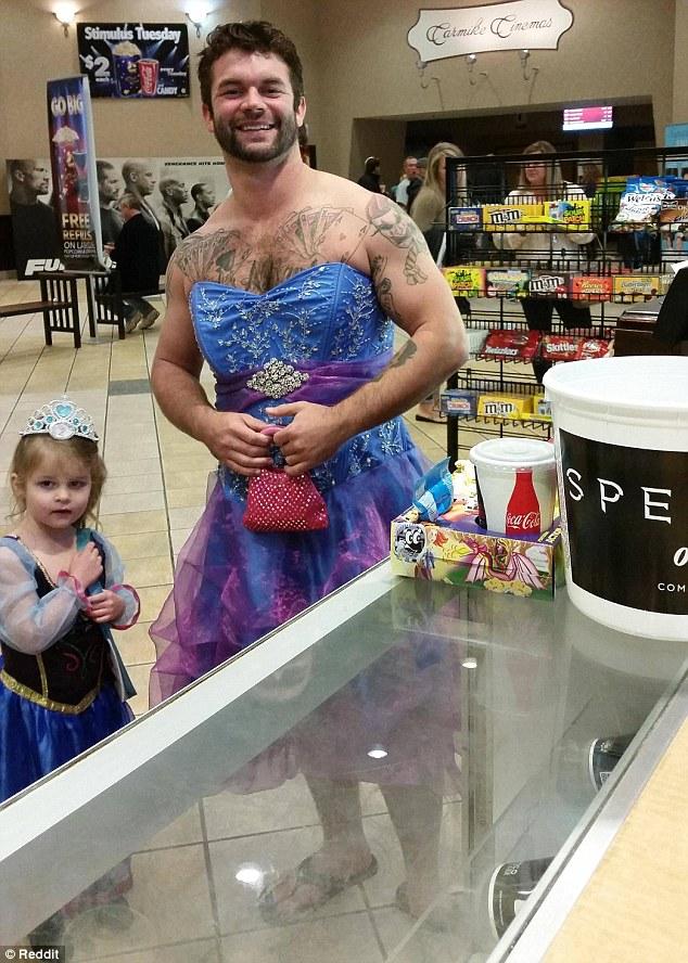 這位超有義氣的叔叔也說:「如果這可以讓她 (姪女) 高興的話,我就會這麼做,我不在意。」