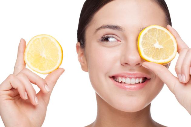 5.皮膚保養:檸檬裡的檸檬酸和維生素C的可以趕走黑頭和防止毛孔堵塞,還能讓指甲變亮、消除黑斑等等。