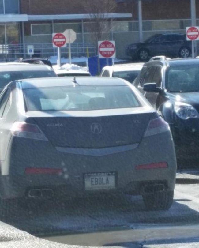 這台車的車牌是EBOLA (伊波拉病毒)。