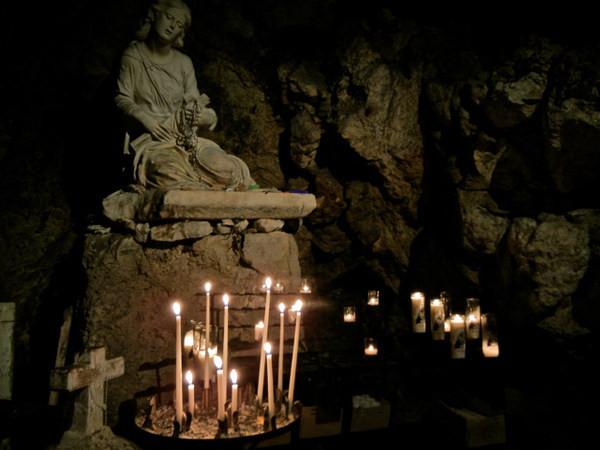 這個法國神祕山洞墓穴所暗藏的...正是抹大拉的馬利亞的遺體嗎?!