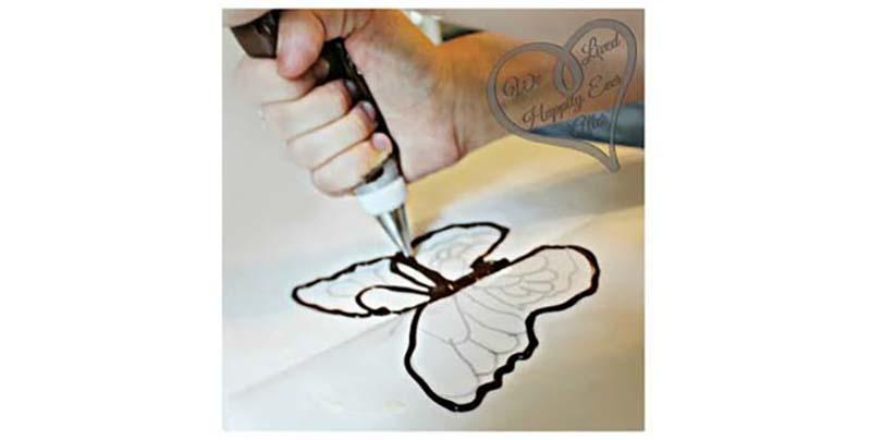 其實每個人都能做出超精緻的蝴蝶巧克力,秘訣就在於...一本書!