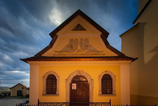 這間教堂看似沒有特別之處,但你必須要進到裡頭才會發現那2萬個死亡的榮耀!