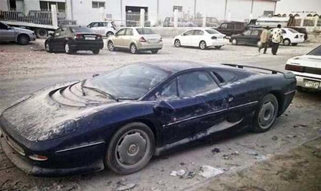 阿拉伯街上隨處停放著廢棄無主的千萬名車,背後的原因會讓你哭笑不得!