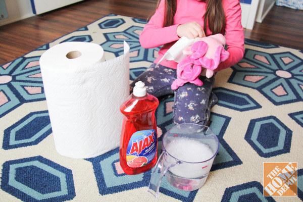 21. 有些玩具 (尤其是絨毛玩具),會比較難清洗。不過若使用沾上稀釋洗碗精的衛生紙,可以給表面做簡單的清潔。