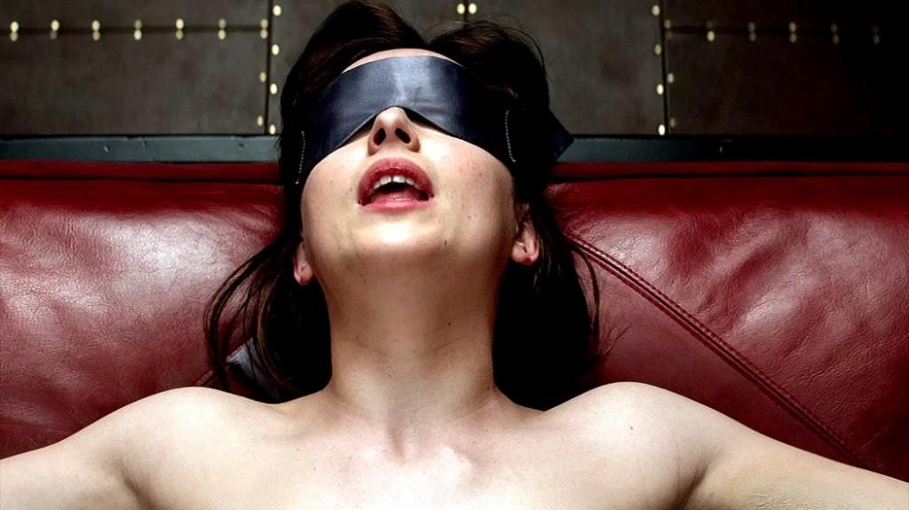 男友為了給女友生日驚喜便把她眼睛矇起來,她趁四下無人就瘋狂排氣,接著...