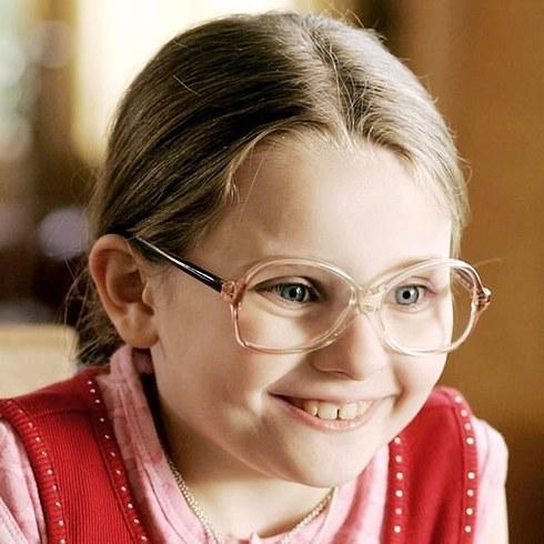 8. 《小太陽的願望》 (Little Miss Sunshine) 的艾碧·貝絲琳 (Abigail Breslin)。