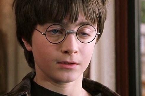 5. 咱們的哈利波特丹尼爾·雷德克里夫 (Daniel Radcliffe) 長大也是帥哥一枚啊!