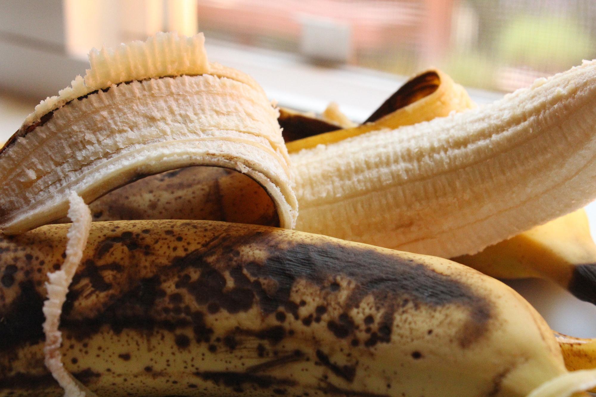 牙齒美白產品絕不想讓你知道的事...如何用香蕉來亮白牙齒!