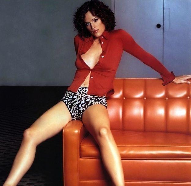 Jennifer Garner as a domestic goddess.