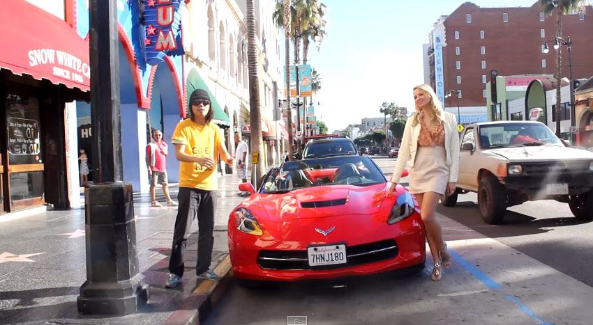 美女開著千萬超跑在路上問男生要不要上車,就為了要證明男生也會拜金!