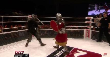 俄羅斯最近流行起中世紀武士的格鬥擂台賽!打鬥的方式真的太「戰鬥民族」了!