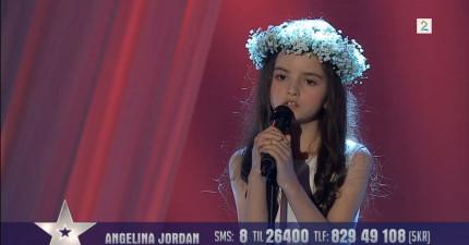 這個小女孩看起來像個天使,然而是她的聲音才讓我上了天堂!
