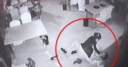 這名強暴犯趁四下無人想襲擊女店員,沒想到碰上的是一位「女甄子丹」...而且還兩次!