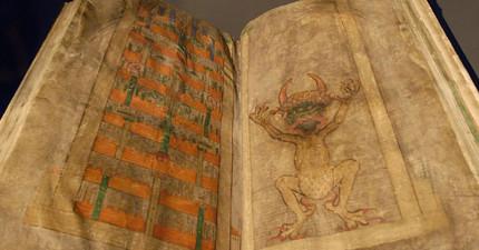 這本320頁的「惡魔之書」是在一個晚上奇蹟似寫完。裡面內容神奇到讓人堅信是惡魔附身完成的!