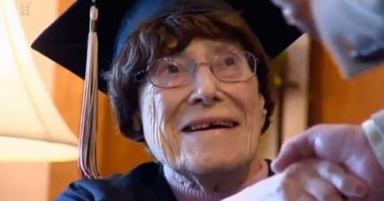 這位103歲的老阿嬤年輕時無法高中畢業,但過了87年後終於成功畢業了!