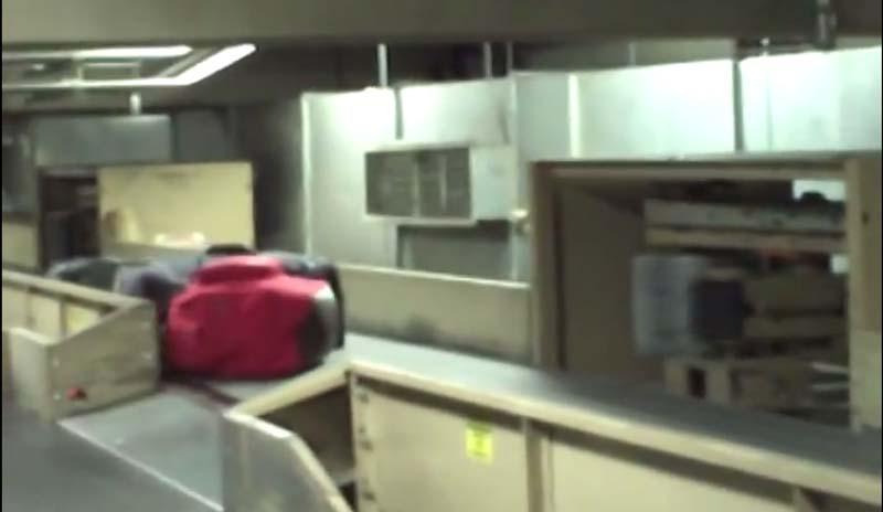 你知道放在輸送帶的行李會發生什麼事嗎?太暴力了我實在看不下去啊!