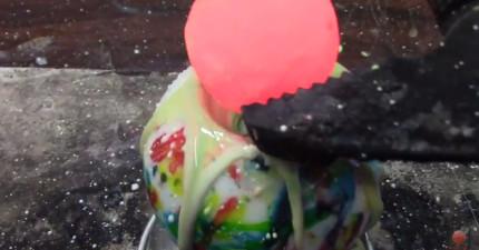 當你把一個炙熱的鎳球放到一個硬糖球中,就會出現一個會娛樂你3分鐘的人工火山!