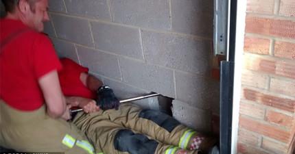 有人說聽到牆裡傳來陣陣的求救聲,結果好險消防隊員即時趕到!
