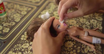 厭倦市面濃妝艷麗芭比造成負面影響,這位媽媽替娃娃「卸妝」回歸到最自然的美!