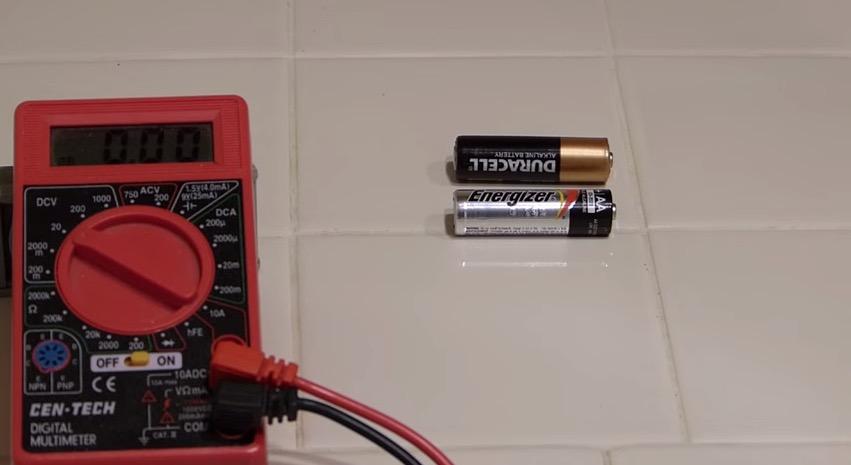 用這個簡單方法只要0.1秒就能知道電池還有沒有電!