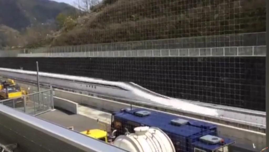 日本這款時速500公里的新型磁浮列車,測試片段中的速度爆快到你的眼睛根本就跟不上!