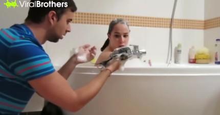 男子幫女友洗頭髮騙女友一大搓頭髮被洗衣精洗掉,他沒想到接下來女友做的事情讓他超後悔...!