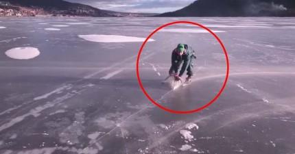 這個狂人在冰上高速溜行,仔細一看...他手中用的工具實在太奪魂啦!