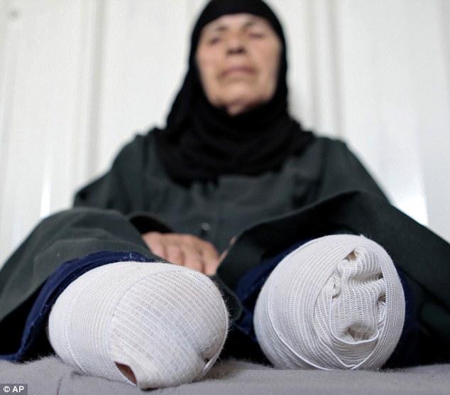 攝影師拿照相機拍攝約旦難民營的小女生,沒想到竟拍下這讓人無比心碎的畫面。