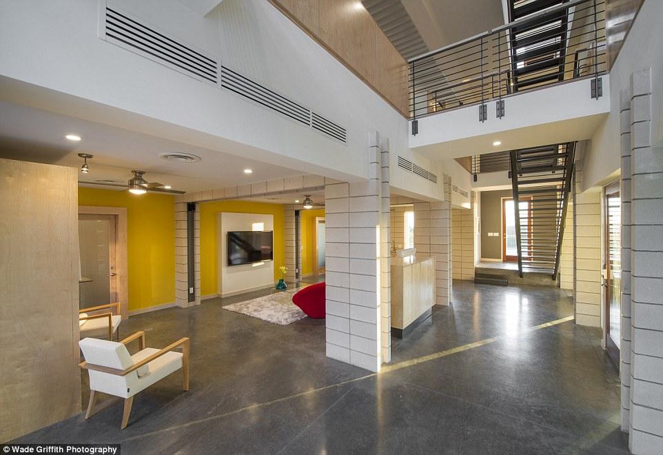 這位建築師打造了這個完美的現代感新家,當你知道用什麼材料之後一定會大嘆不可思議!