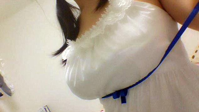 這個日本動漫角色的穿搭概念最近造成了前所未有的狂熱。女孩們為了讓事業線更強大都開始把自己綁起來了...