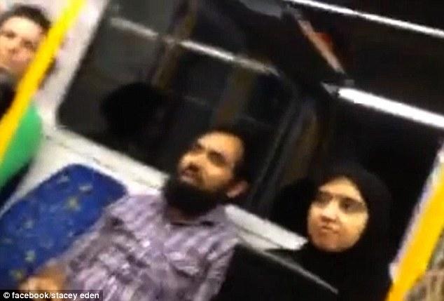 這位美女在地鐵上看到穆斯林夫妻被言語霸凌,挺身對嗆並搜錄所有惡劣言語!