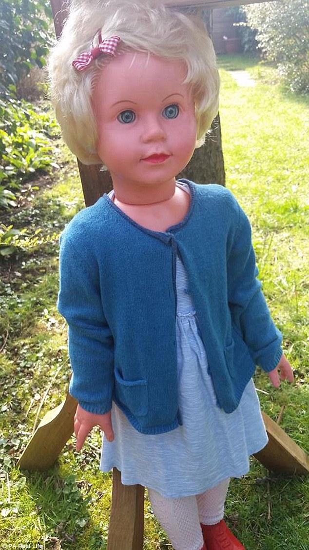 「佩姬」(Peggy) 這個洋娃娃是個最近在超自然愛好領域當中的恐怖新星,如同其他恐怖的娃娃一樣,她也一樣據稱被惡靈給附身、會帶來厄運,據說還造成了一名英國女子承受了心臟病之苦。