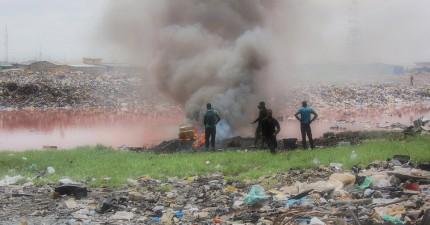 在你把電子產品用過丟棄後,在這些驚人的照片中你就可以看到它們最終的殘酷下場。