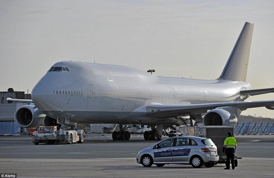 這台186.7億台幣的爆炸豪華大型飛機到底有多瘋狂?看客廳就已經快要羨慕到昏過去了!
