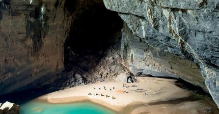 這個世界第三大洞穴裡面有自己的天氣、叢林,和與世隔絕的黃金海灘!