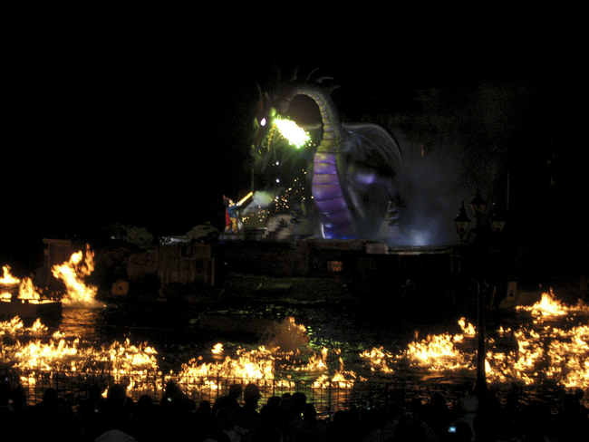17.) The lake in which the Fantasmic attraction takes place is only about 1 foot deep.