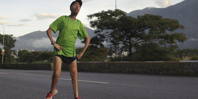 雖然他是馬拉松賽的最後一名,但為他加油打氣的人卻比給得冠軍的還要多?