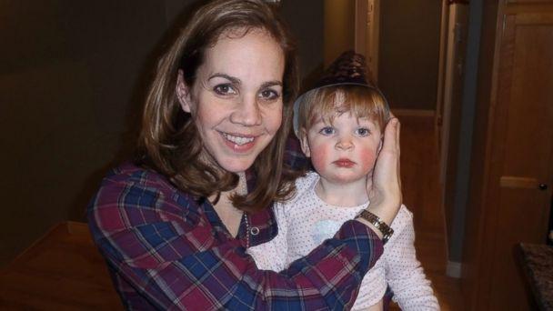 那时她妈妈告诉艾瑞克,凯特有自闭症,即便艾瑞克对自闭症也没有太了解,但就继续陪她玩下去。