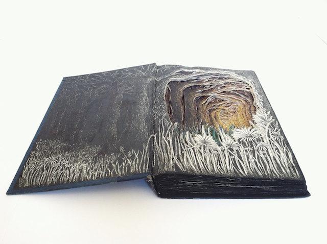 她把人們丟棄的舊書經過巧手加工...一圓不值的東西瞬間價值上漲一萬倍!
