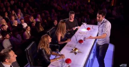 這名魔術師捲起袖子走到評審正面前,結果最後秀的牌讓所有評審驚慌失措!