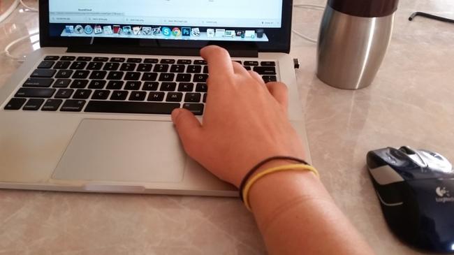 女孩們有是否覺得手上的髮圈會破壞整體穿搭美感呢?那這個手環會拯救妳!