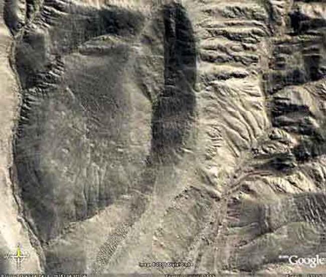 衛星影像拍到南美洲山上這些詭異的洞穴群,但學者們對此卻完全毫無頭緒...