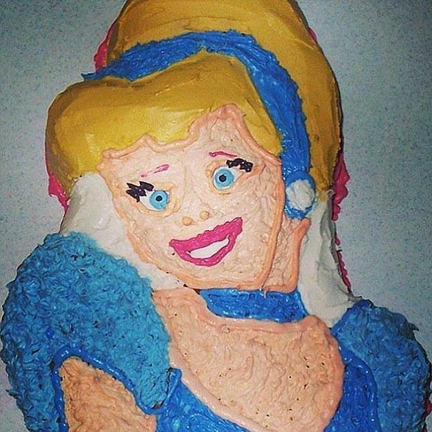 21個只要1秒鐘就能讓小孩嚇哭的超失敗「迪士尼蛋糕」。