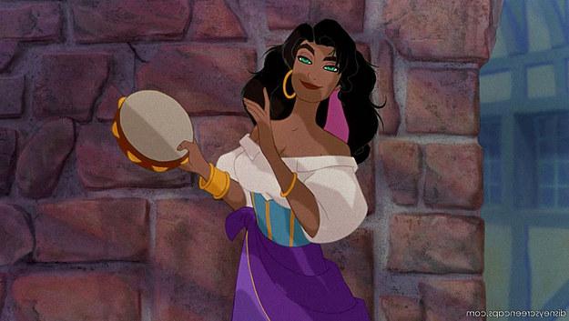 她將自己「變身」成15個不同的迪士尼角色,並且大方分享了變身過程!